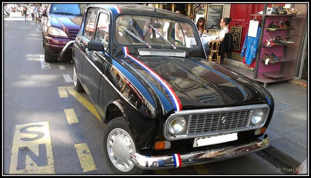 Renault 4L noire rayures bleu lanc rouge