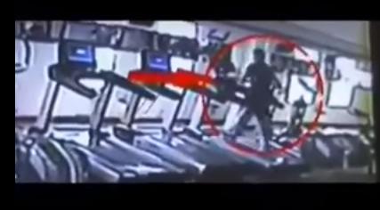 شاهد بالفيديو لحظة وفاة ممدوح عبد العليم داخل «الجيم» الله يرحمه