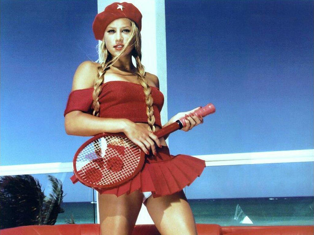 http://4.bp.blogspot.com/-8OPiqQJoG-M/ToOSPBqnKLI/AAAAAAAAAIA/aXysPfI7JSQ/s1600/anna_kournikova_hot_girl_commy.jpg
