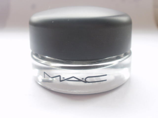MAC Paint Pot in Blackground