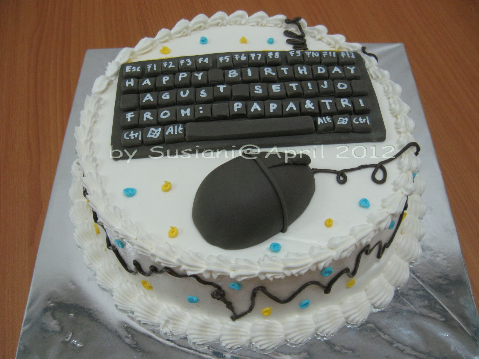 Susi Cakery Computer Cake April 2012