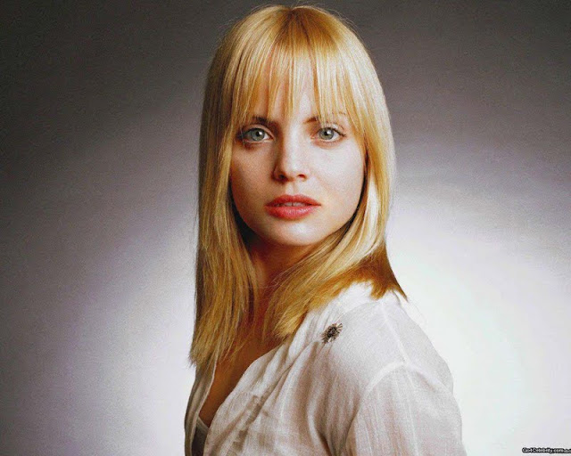 Mena Suvari Photos