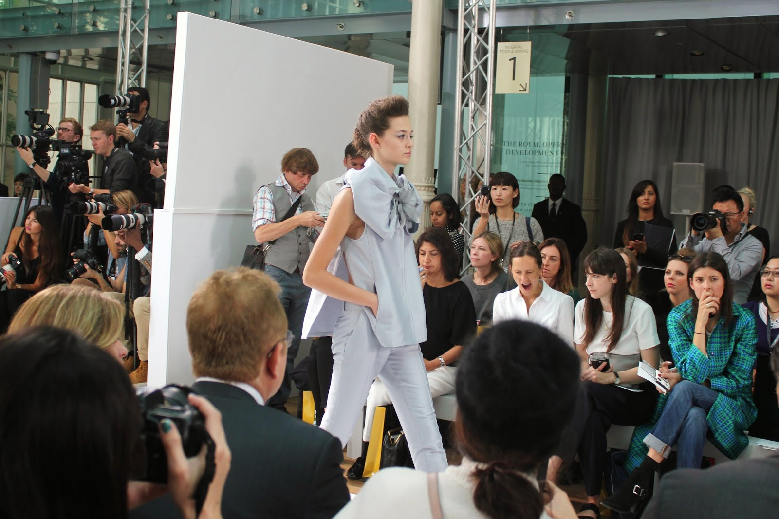 london-fashion-week-2014-lfw-DAKS-show-catwalk-spring-summer-2015-models-clothes-fashion-frow-royal-opera-house-top-trousers