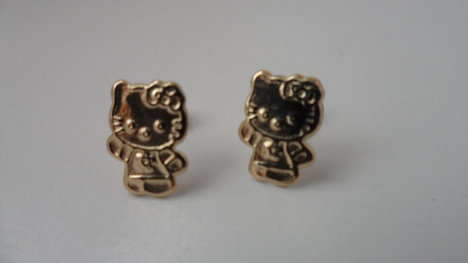 Hello Kitty Gold Earrings.: Hello Kitty 14k gold earings.