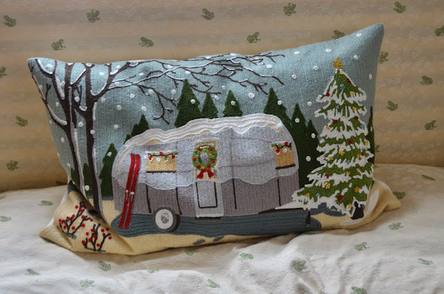 The princess and the frog blog an airstream christmas for Airstream christmas decoration