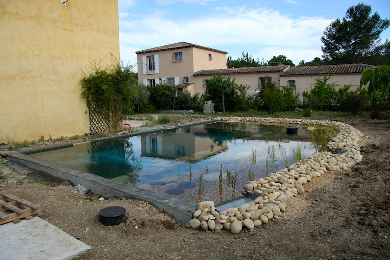 Piscine naturelle en r gion paca 5 les tapes d 39 une for Construction piscine france