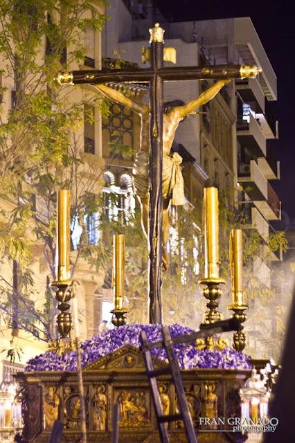 http://franciscogranadopatero35.blogspot.com/2015/06/la-hdad-del-cristo-de-burgos-en-su-paso.html