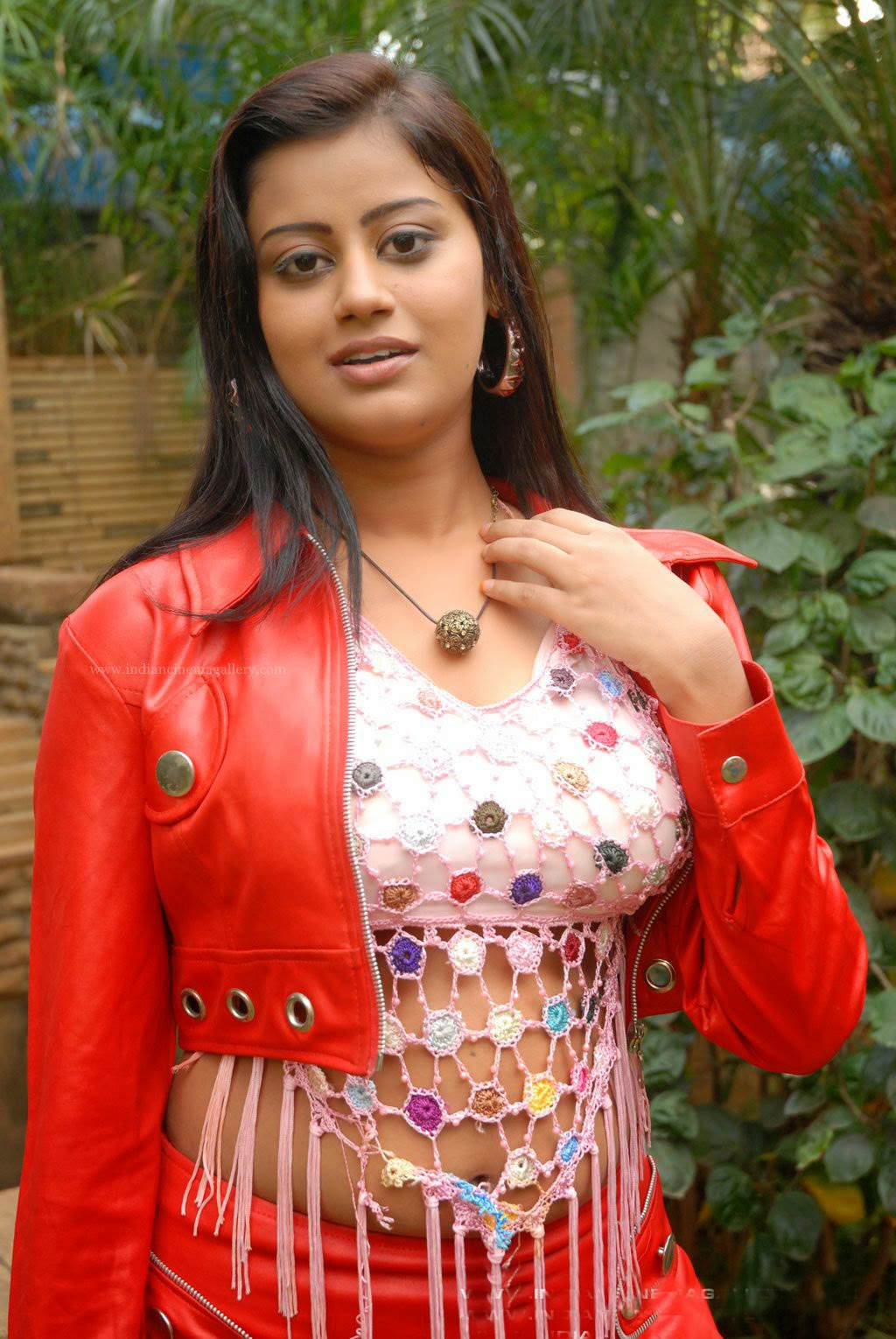 South Hot Ansiba Hassan Sexy Navel Show in Latest Tamil ...