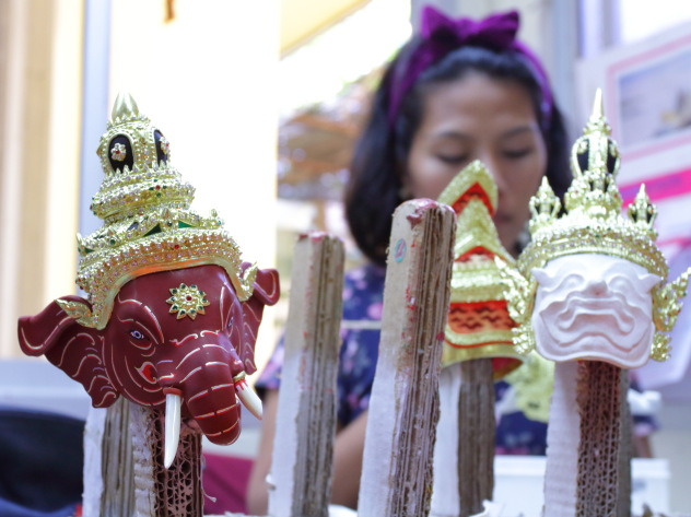 Making of Khon Mask Souvenirs near Ban Amphawa, Thailand