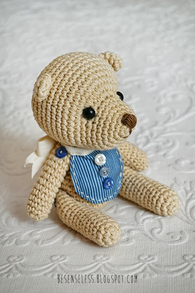 Baby Teddy bear amigurumi in blu - besenseless.blogspot.com
