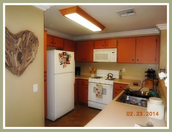 This Temecula short sale condo has an elegant dining area, perfect for any type of gatherings.