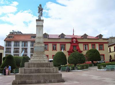 Monumento a Francisco Bolognesi, Puno, Perú, La vuelta al mundo de Asun y Ricardo, round the world, mundoporlibre.com
