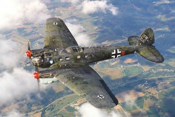 Au début de la seconde guerre mondiale , le heinkel he111 fut le