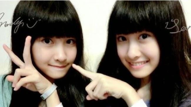 Remaja Kembar Cantik Ini Tengah Menjadi Sensasi di Internet