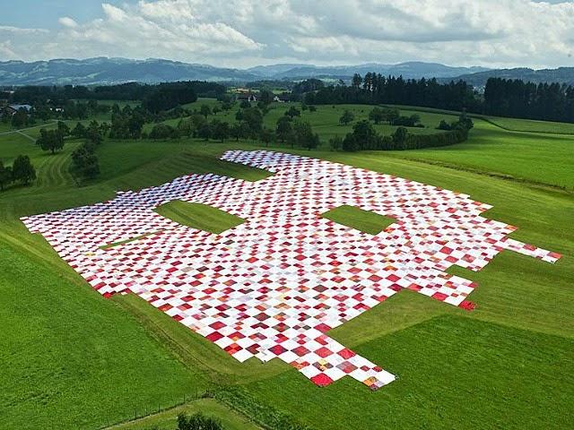 Una manta de picnic gigante transforma un espacio al aire libre en una participativa instalaci n - Manta de picnic ...