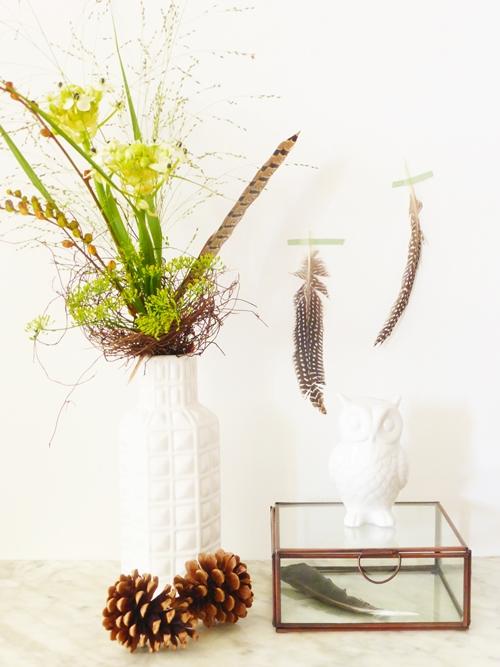 Dekoration mit Blumen Federn Eule