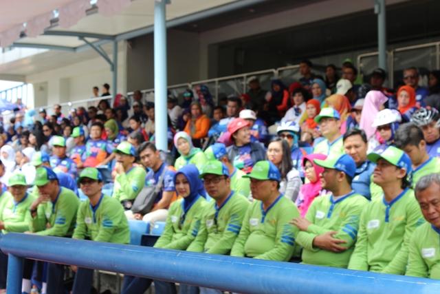 Baju Bolong di Stadion GBLA