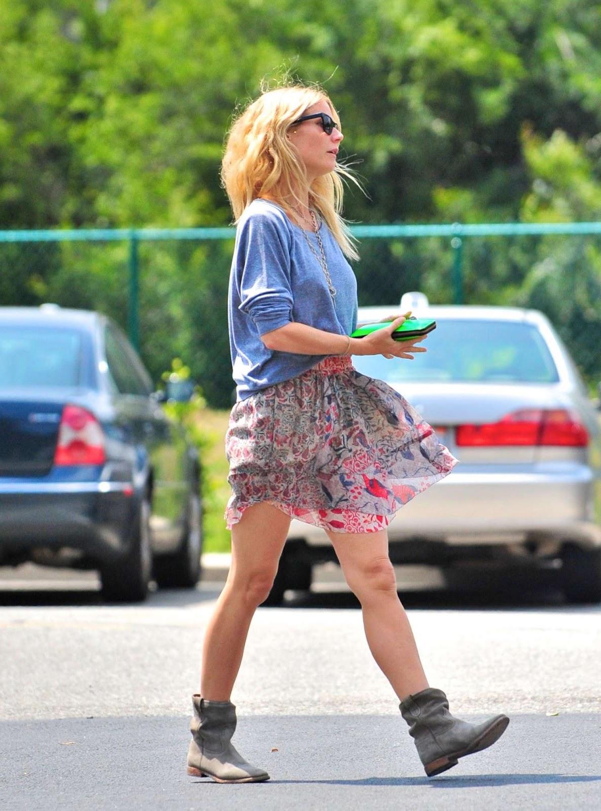 http://4.bp.blogspot.com/-8QDLEa0pkeg/T6jsLpIZIuI/AAAAAAAAEgE/I6GocfhPROk/s1600/Gwyneth+Paltrow-Beverly-Hills-2012-06.jpg