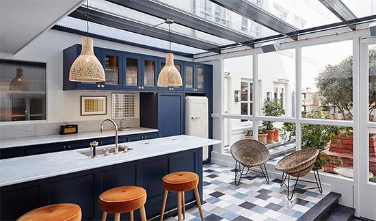 cozinha americana, cozinha vintage, cozinha ampla, cozinha integrada, balcao na cozinha, hoxton, geladeira antiga, kitchen