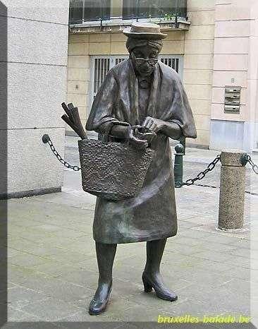 أغرب 10 تماثيل فى العالم Wfeet-com87da7c8158