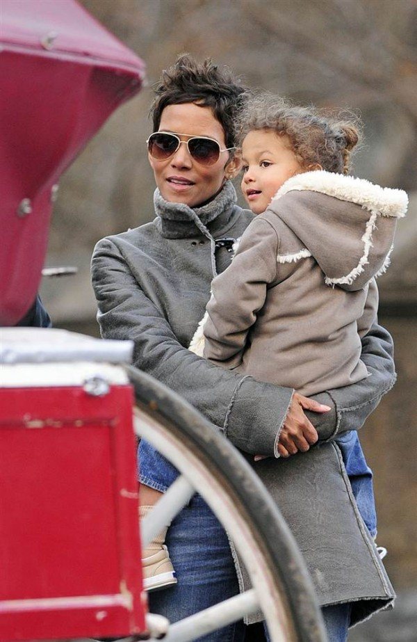 Celebrities spy celebrities with their kids 18 images