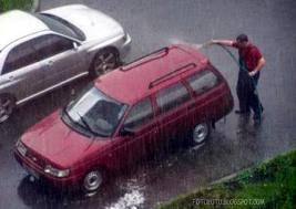 Tips Merawat Kaca Mobil di Musim Hujan