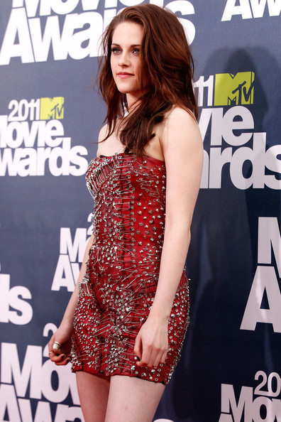 kristen stewart mtv movie awards 2011 vans. kristen stewart mtv movie awards 2011 vans. kristen stewart mtv movie