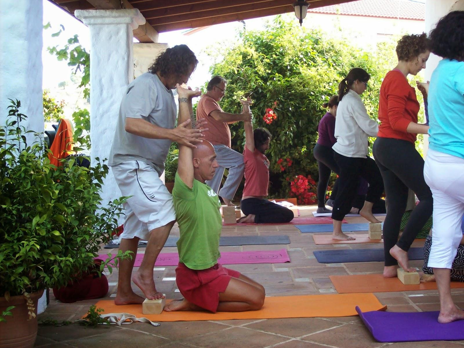 Yoga sala m laga recuerda retiro happy detox lleg el oto o el 11 12 y 13 de octubre en el - Clases de yoga en casa ...