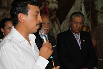 ALCALDE DE OXAPAMPA EXPONIENDO EN EL CLUB DEPARTAMENTAL DE OXAPAMPA EN LIMA 2013