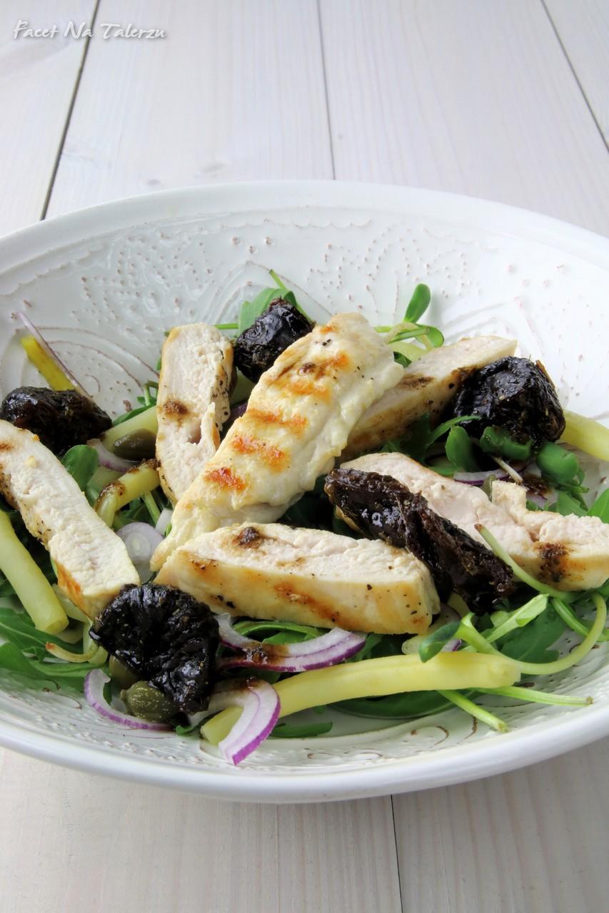 Sałatka z kurczakiem i suszonymi śliwkami
