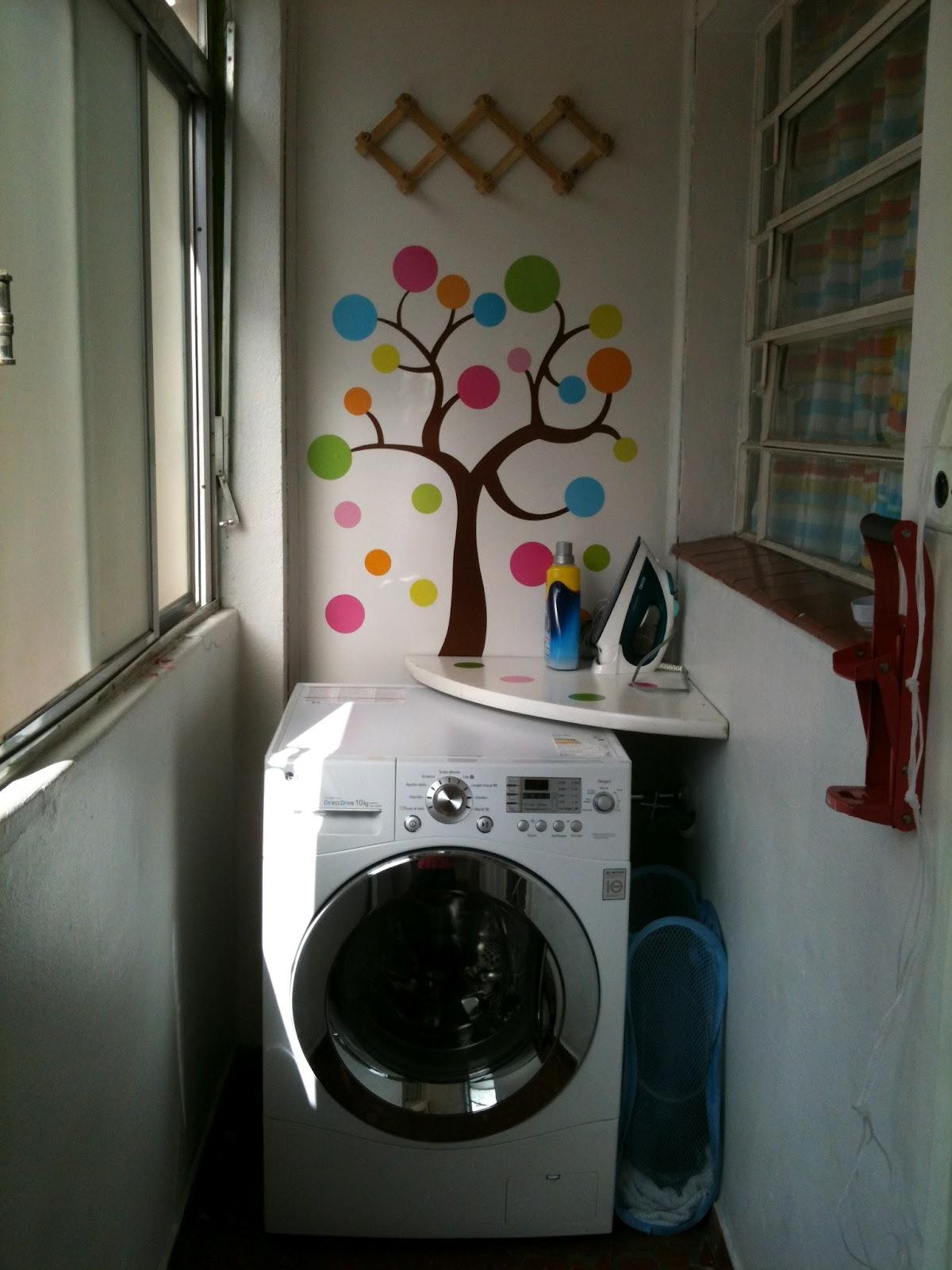 #2C4D5C Esta lavanderia é só um cantinho com a máquina de lavar mas o  226 Janelas De Vidro Para Lavanderia