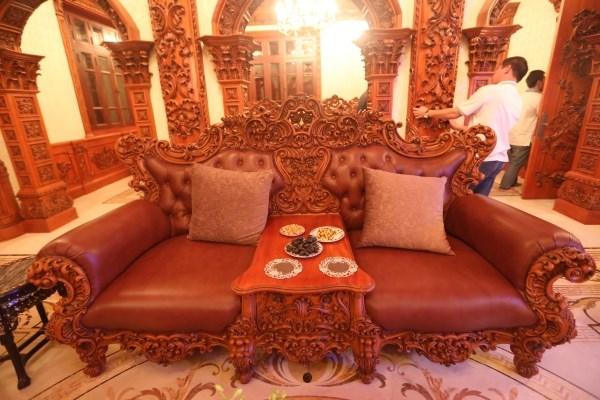 Nội thất cổ điển châu âu gỗ cực quý trong lâu đài triệu đô ở Hà Nam