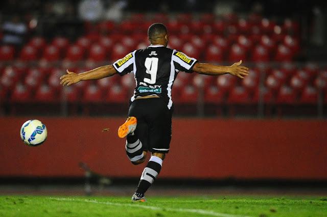 Rafael Costa marcou os dois gols que revoltaram a torcida do São Paulo (foto: Sergio Barzaghi/Gazeta Press)