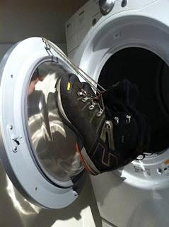 Modo de prender sapatos para secar na máquina de secar