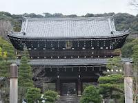 東山区の浄土宗総本山・知恩院で除夜の鐘の'試し突き'が行われた。