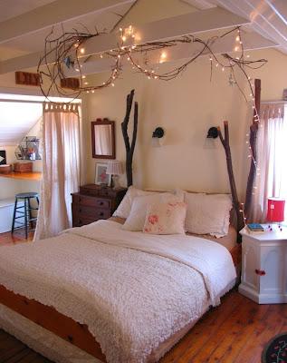 Dormitório com luzes na cabeceira