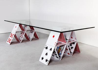 Mesa comedor de naipes by Mauricio Arruda