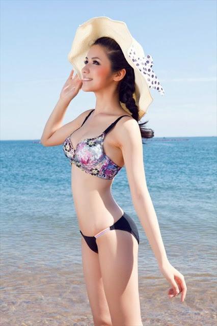 Yang Qian Qian in bikini