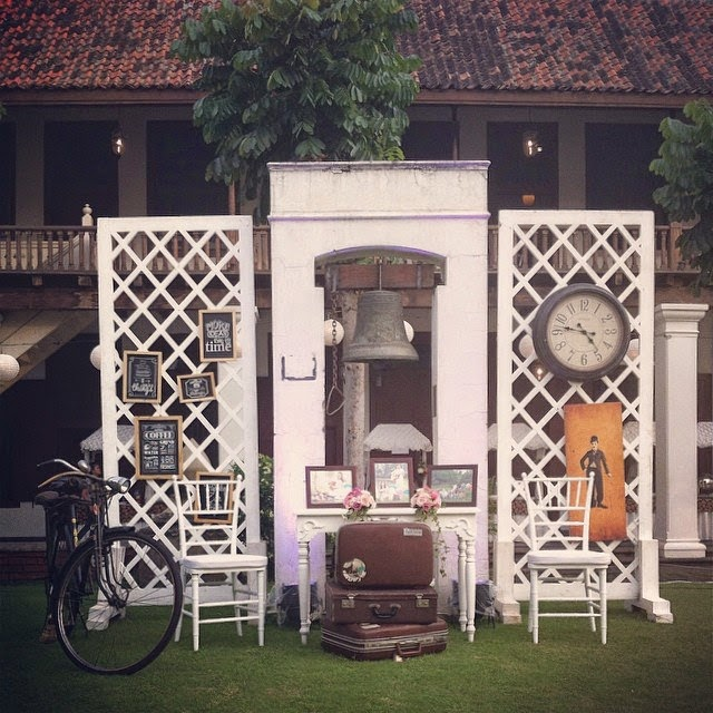 Vintage Photo Booth Start Collecting Antiques From Your Parents Or Grand For This Photobooth