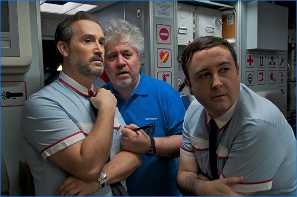 Carlos Areces, Javier Cámara y Pedro Almodóvar en Los amantes pasajeros