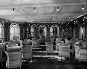 Café Verandah e Palm Court. O Palm Court de estibordo (direita do navio) do .