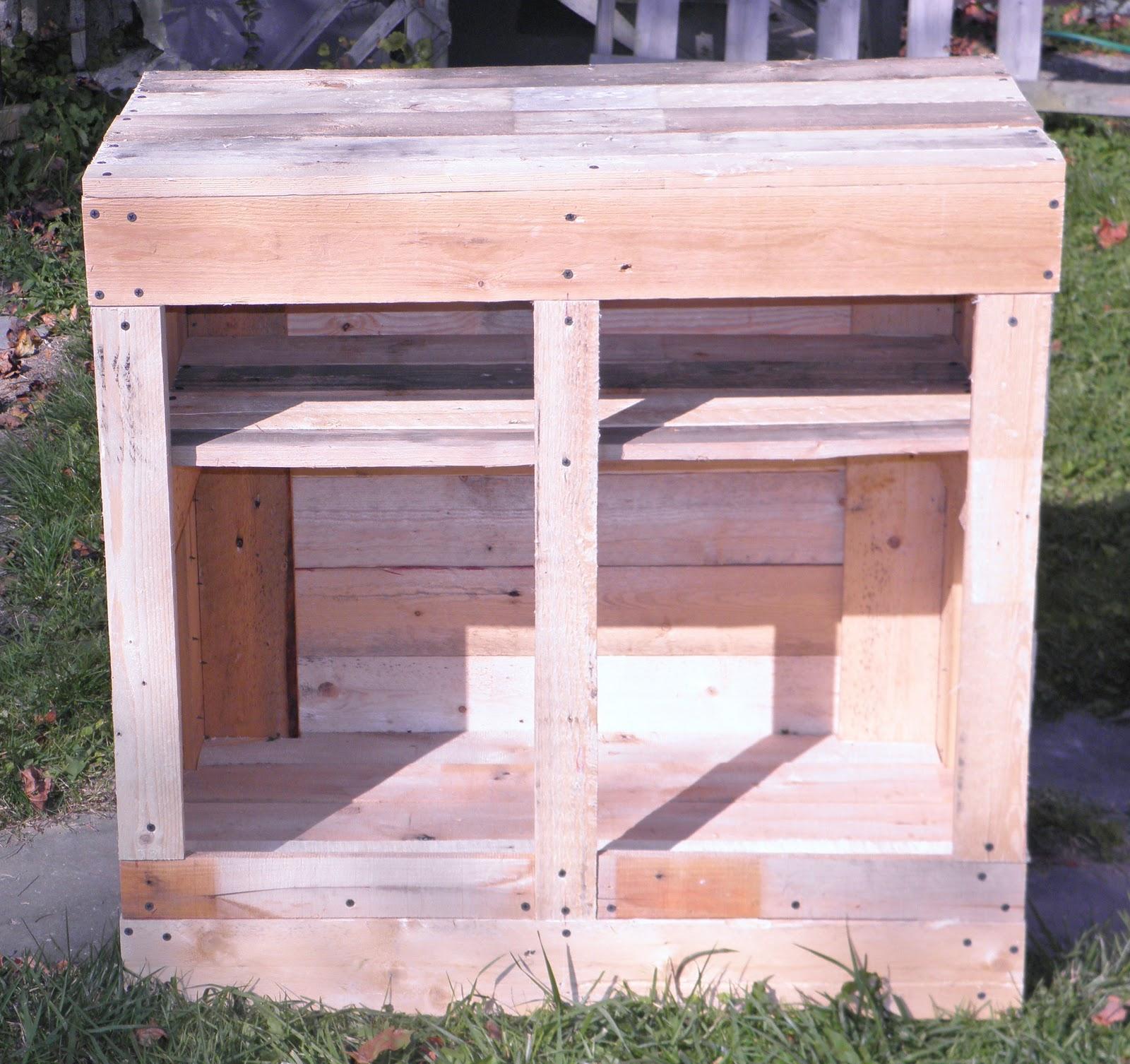 Shabby Love: Pallet Cabinet