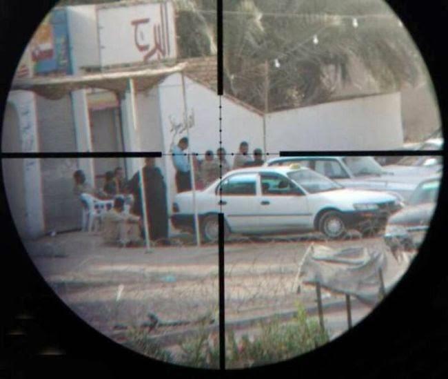 sniper fazendo a mira