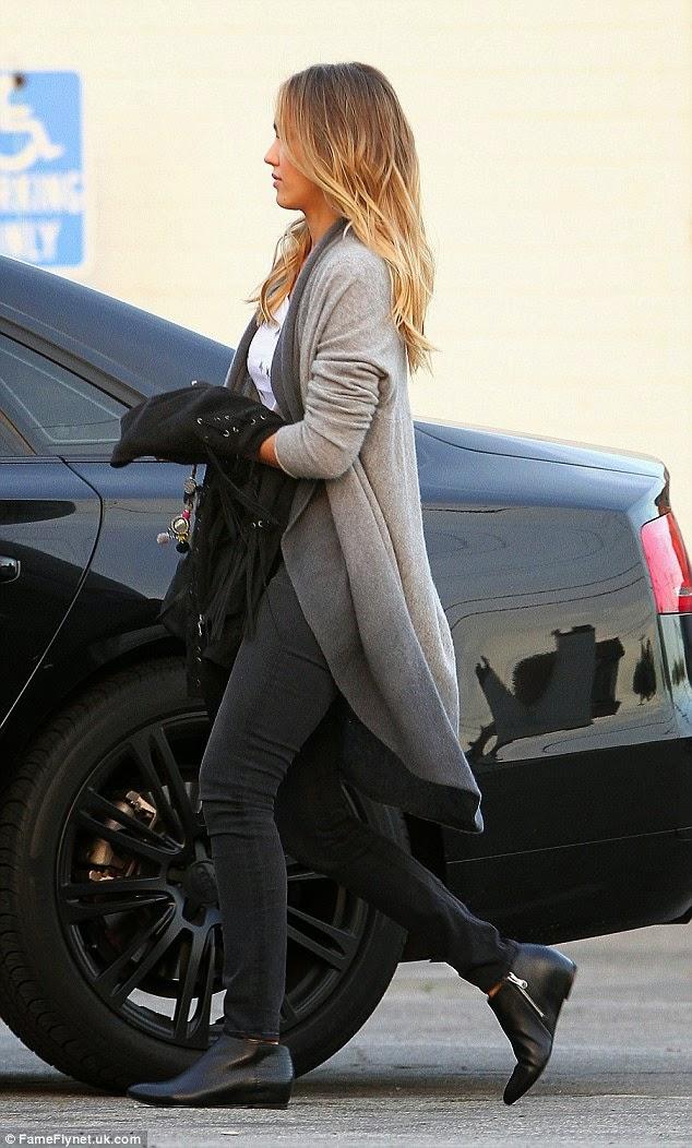 Jessica Alba in kokun cashmere Tipped Circle Cardigan