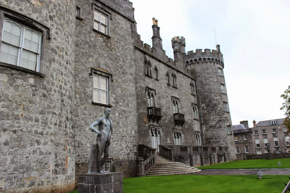 Historical reminiscents kilkenny castle architecture for Castle architecture design