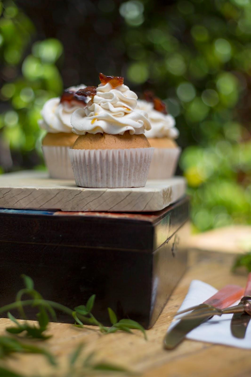 Cupcakes de sirope de arce y bacon con azúcar moreno y buttecream suave