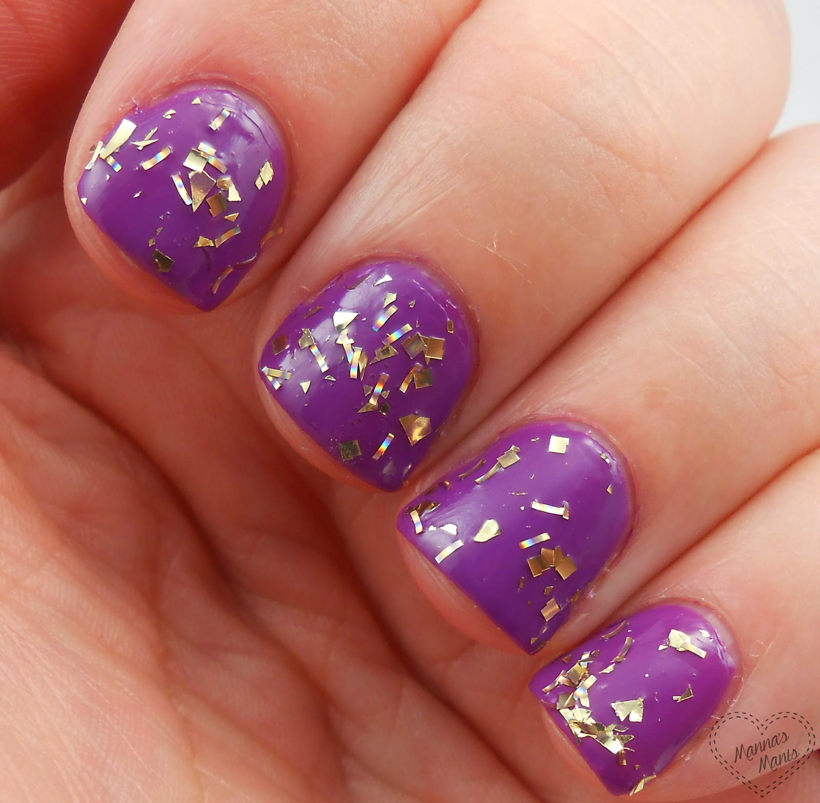 sinful colors twilight twinkles, a gold glitter nail polish