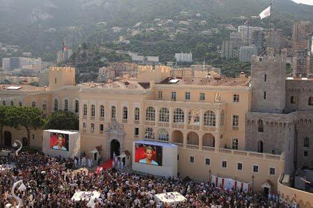 Площадът пред двореца в Монако