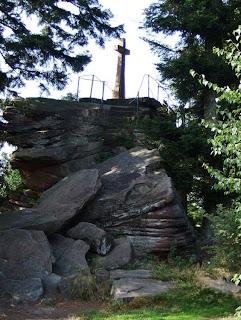 Bernsteinfelsen oberhalb des Murgtals