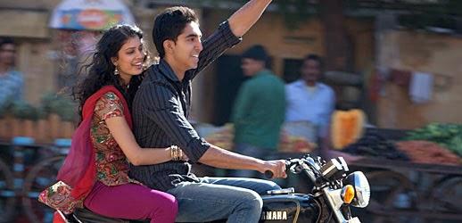 Tina Desae (Sunaina) et Dev Patel (Sonny) dans Indian Palace, de John Madden (2011)